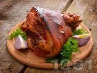 Печен свински джолан (цял, с кожа и кост) с тъмна бира и чесън на фурна по баварски